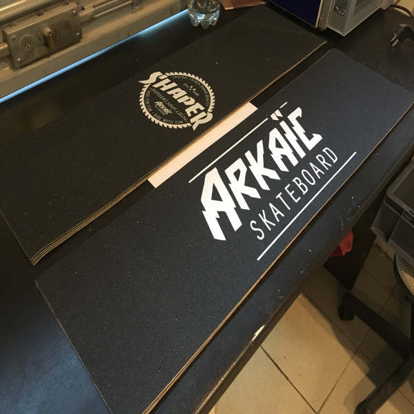 Grip arkaic skateboard impression uv 3d cnc gravure laser made in france eco responsable lyon caluire